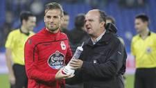 Christian Santos recoge su trofeo al final del Teresa Herrera