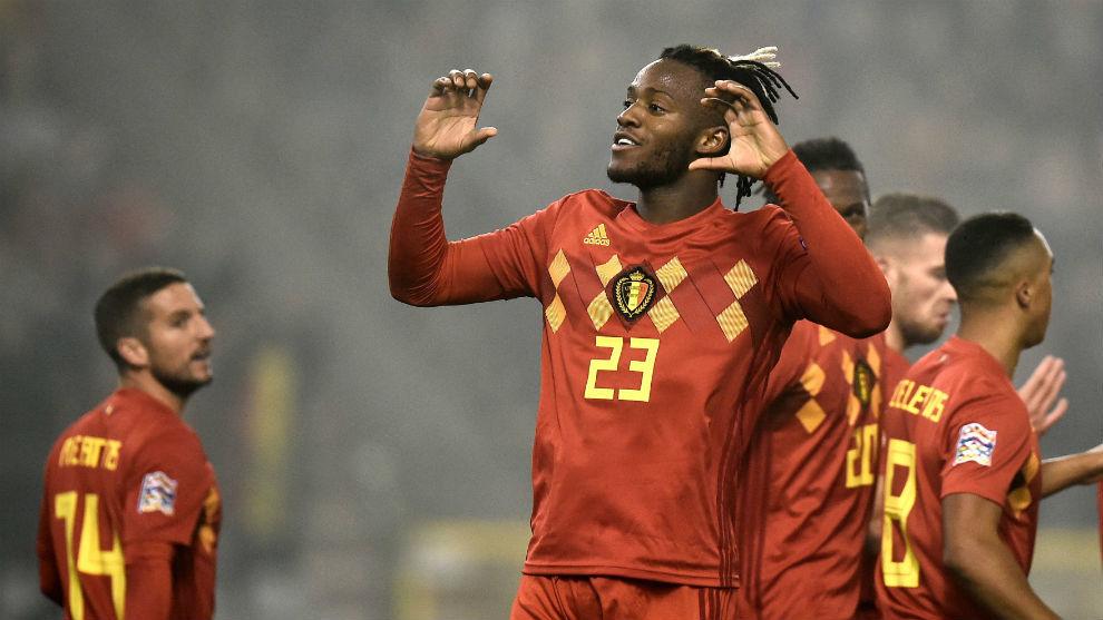 Batshuayi celebra el tanto Bélgica