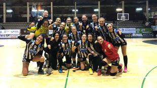 Las jugadoras del Rincón, tras ganar ayer en Porriño.