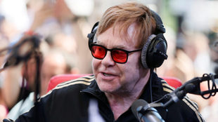 Elton John sorprende esta Navidad.
