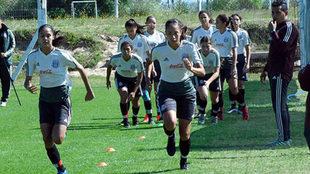 Las seleccionadas mexicanas en sus ejercicios de entrenamiento.
