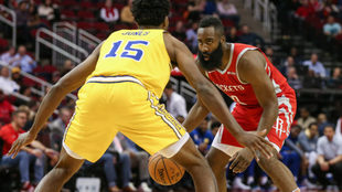 James Harden en el duelo ante los Warriors