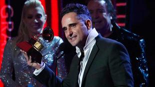 Jorge Drexler posa con su Grammy