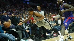 DeMar DeRozan (San Antonio Spurs) ante los Clippers