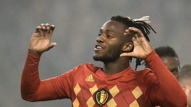 Baytshuayi celebra uno de los dos goles marcados con Bélgica.