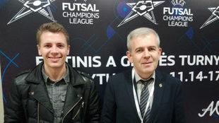 Juri Jeremejev y Yevgen Ryvkin, seleccionador lituano, posan en...