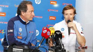 Sete Gibernau habla con Sito Pons a su lado.