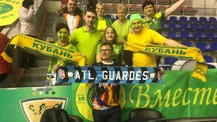 Vicente Eiras, en Krasnodar rodeado de seguidores del equipo ruso.