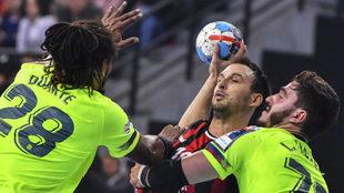 Fabregas y Duarte marcan a Karacic en el partido de hace una semana /