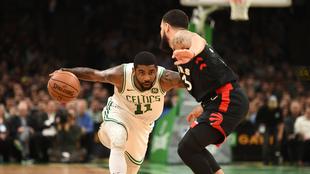 Kyrie Irving enfrenta a los Raptors de Toronto
