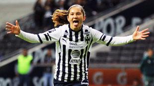 Mónica Monsiváis celebra su gol ante Santos
