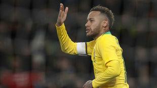 Neymar celebra su gol.