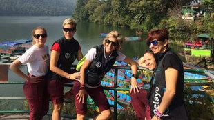 Cecilia, Lorena, Noelia, Silvia y Begoña en Pokhara