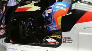 Alonso, en el habitáculo de su Toyota Hybrid TS050.