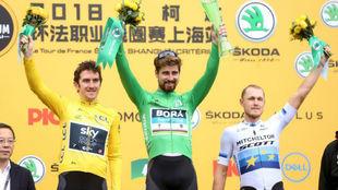 Sagan, en lo alto del podio, junto a Thomas (segundo) y Trentin...