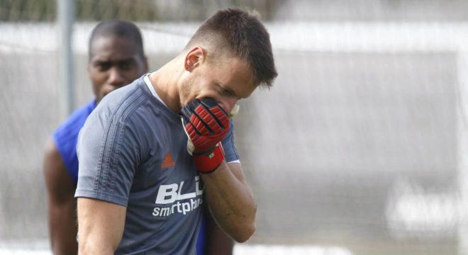 Neto durante una sesión con el Valencia.