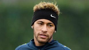 Neymar, en un entrenamiento con Brasil.