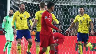 Granqvist celebra el tanto de Suecia