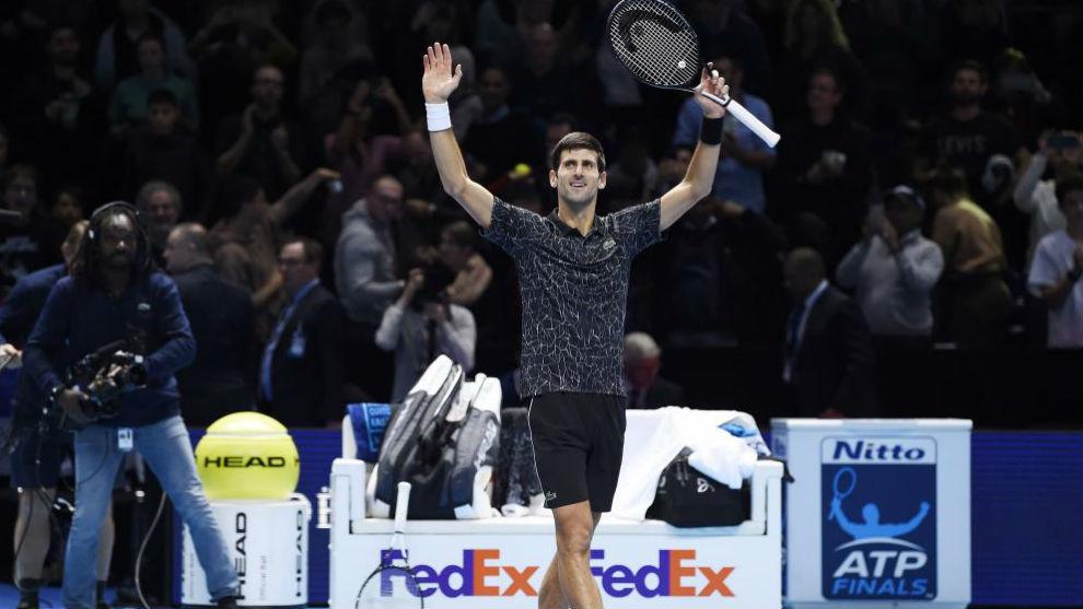 Djokovic levanta los brazos