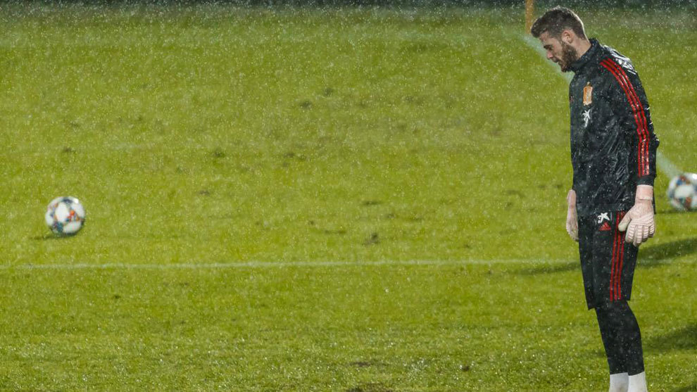 David de Gea, bajo la lluvia de Las Palmas.