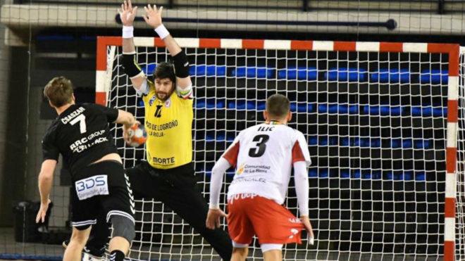 Gurutz Aginagalde en un lanzamiento de siete metros.
