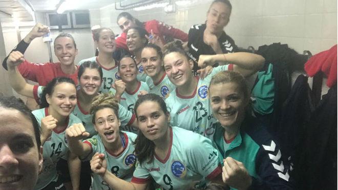 Las jugadoras del Liberbank Gijón celebran su triunfo