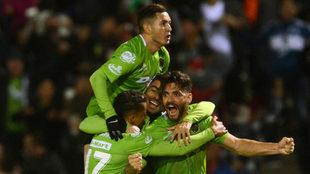 Celebración de los jugadores de Bravos al conseguir el empate.