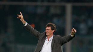 Celebra un triunfo en su carrera como entrenador.