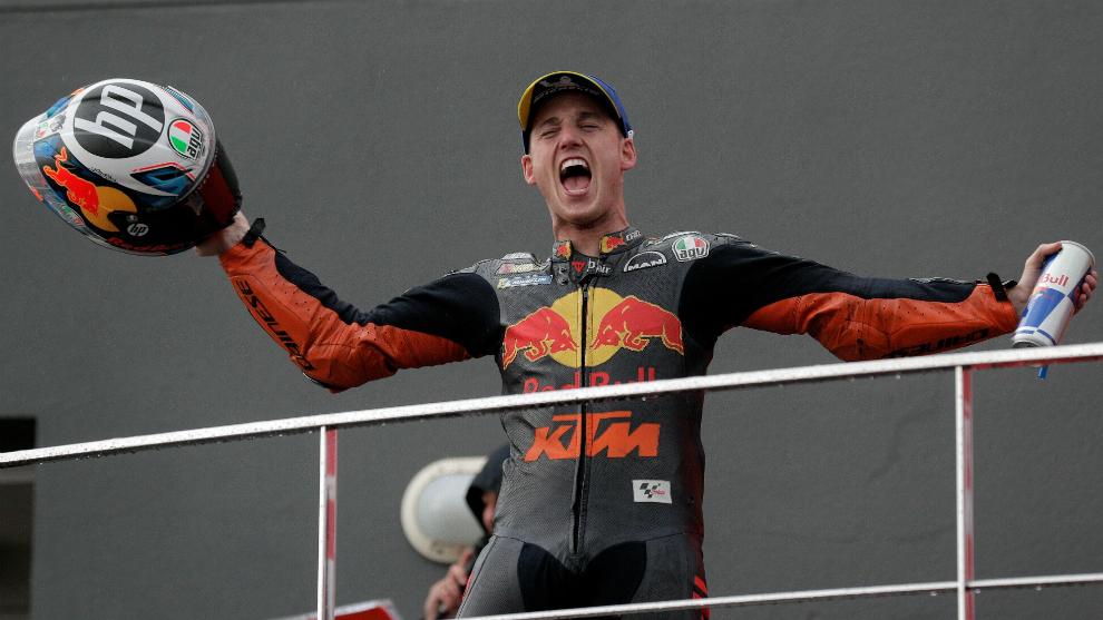 Pol Espargaró, en el podio de Cheste