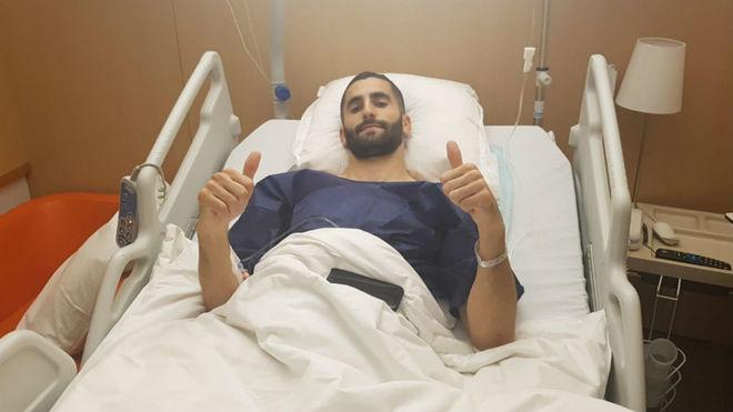 Maxime Gonalons, en el hospital donde ha sido operado.