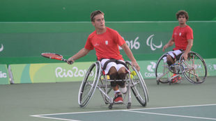 Martín de la Puente y Daniel Caverzaschi, en un partido de dobles en...