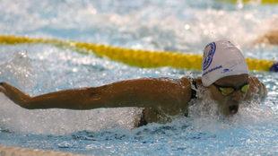 Catalina Corró, nadando la prueba de los 200 mariposa