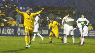 Esteban Burgos celebra el gol que marcó al Elche