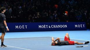 Djokovic se dirige a felicitar a Zverev