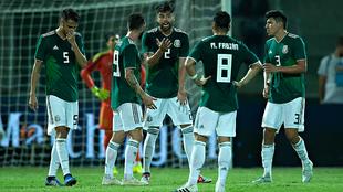 Jugadores de la selección mexicana durante el primer partido ante...