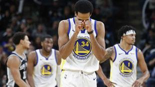 Shaun Livingston se lamenta tras una nueva derrota de los Warriors
