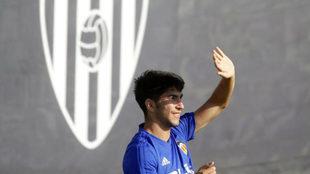 Carlos Soler durante un entrenamiento del Valencia.