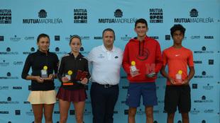 Campeones y finalistas del Mutua Madrid Open Sub-16 en la Rafa Nadal...