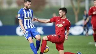 David García ante Borja durante el amistoso de la semana pasada entre...