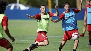 Imanol Garcia presiona a David Rodríguez en una sesión en las...