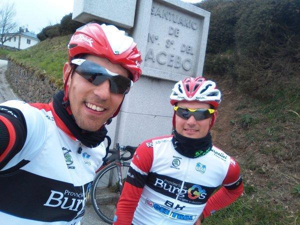 Ibai Salas (i) e Igor Merino en el alto del Acebo hace dos años.