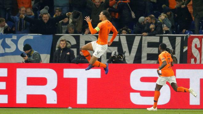 Van Dijk le dio vida a Holanda