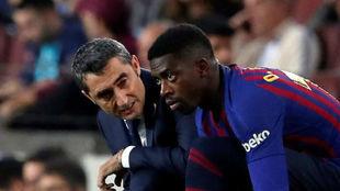 Valverde y Dembélé durante un partido