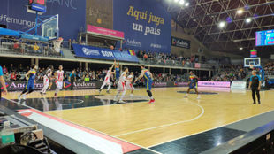 Albicy anota un triple en el Andorra vs Estrella Roja