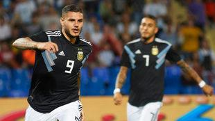 Mauro Icardo celebra su gol ante México