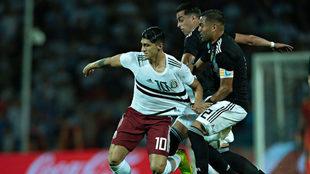 Alan Pulido, en el partido ante Argentina en Mendoza