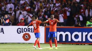 Joel Campbell celebra uno de los goles de Costa Rica.