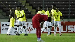 Los jugadores de Ecuador celebran un gol ante Panamá.