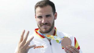 Saúl Craviotto celebra su cuarta medalla olímpica, el bronce del K1...