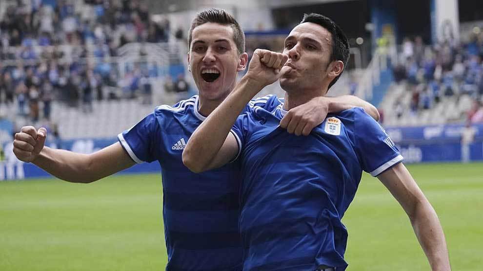 Javi Hernández celebra el gol de Folch al Albacete el día de su...